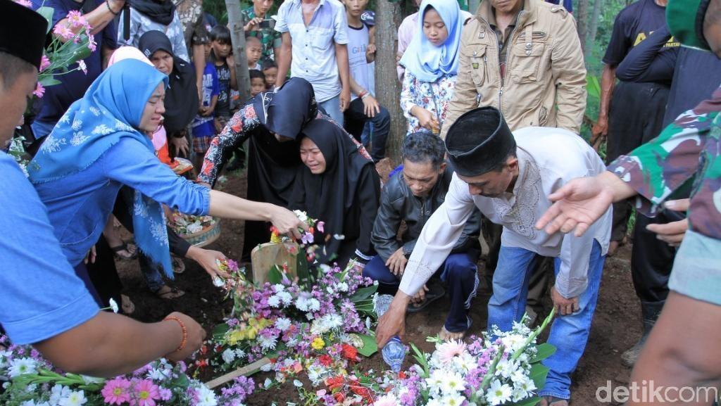 Pemakaman Pratu Randi Korban Tank, Ibunda: Jangan Tinggalkan Mama