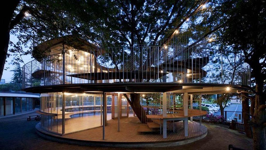 Arsitek Sayang Pohon, Gedungnya yang Ngalah