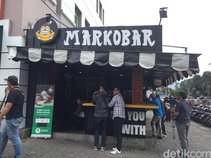 Terletak di Markobar Cikini, Jakarta Pusat, Kaesang meresmikan gerai Sang Pisang yang ke-10. Gerai ini merupakan kerja sama dengan usaha Markobar milik sang kakak, Gibran. Foto: detikfood