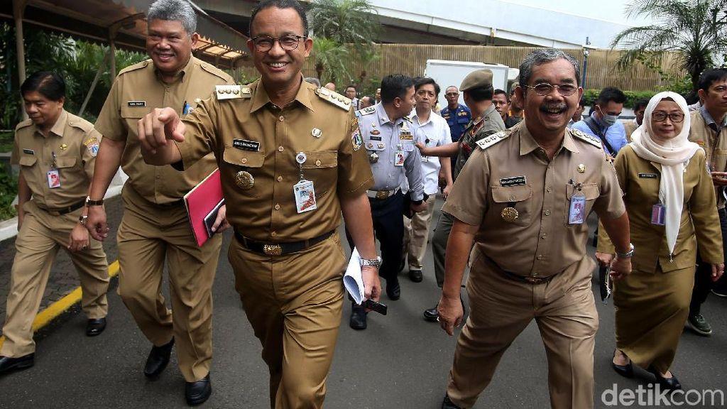 Foto: Anies Sidak Sumur Resapan Gedung-gedung di Jakarta