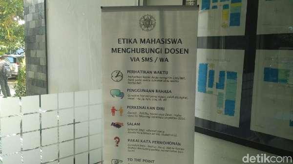 Penjelasan Rektor UGM Soal Banner Etika Menghubungi Dosen di Kampusnya