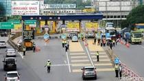 Foto: Suasana Saring Ganjil Genap di Pintu Tol Bekasi