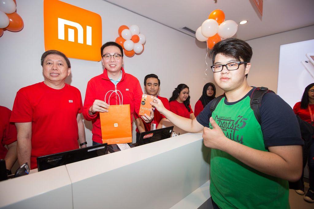 Toko yang bertempat di Mal Kelapa Gading 1 itu resmi dibuka oleh Steven Shi, Head of Xiaomi South Pacific Region and Xiaomi Indonesia Country Manager. Foto: dok. Xiaomi