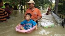 Banjir Terjang 7 Kecamatan di Cirebon, Ribuan Rumah Terendam