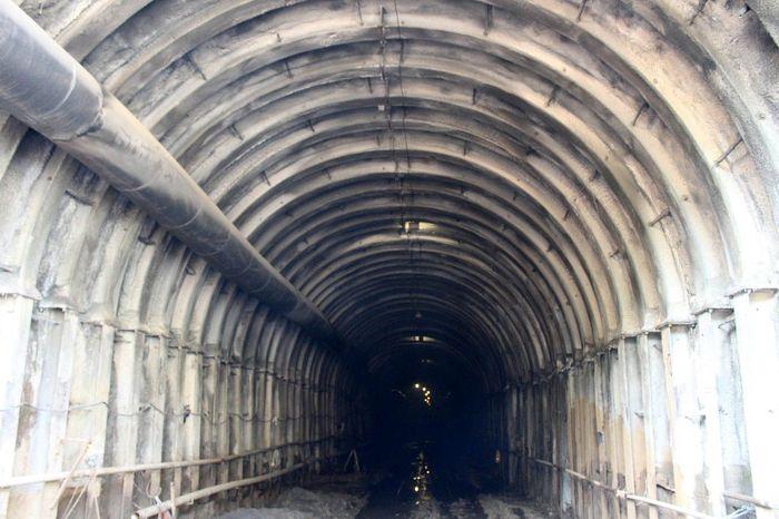Tunnel di Bendungan Kuwil Kawangkoan, Minahasa Utara - Sulawesi Utara. Pembangunan bendungan ini dikerjakan oleh PT. Wijaya Karya (Persero) Tbk - DMT, KSO , PT. Nindya Karya (Persero). Pool/PT Wijaya Karya.