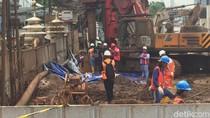 Garis Polisi Dibuka, Petugas Perbaiki Pipa Gas Bocor di Depan BNN