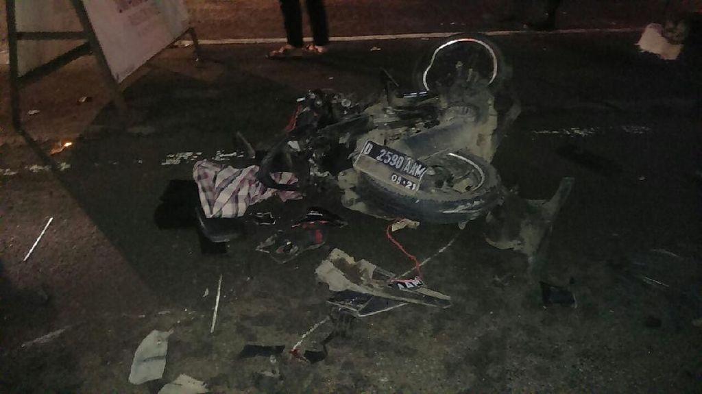 Angkot dan 3 Kendaraan Tabrakan di Bandung, 1 Orang Tewas