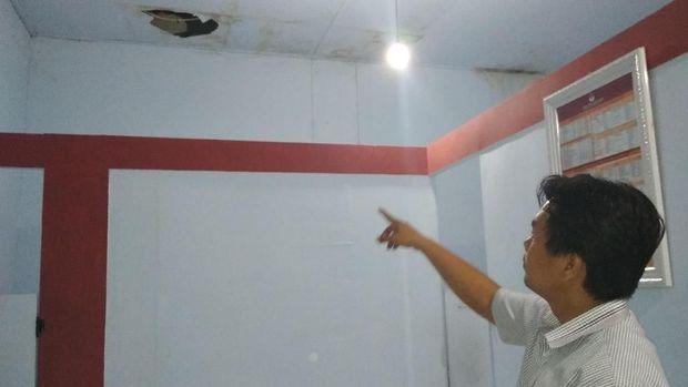 Ruangan KPU Trenggalek juga bocor