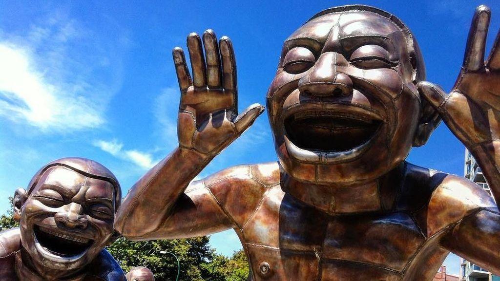 Foto: Patung Tertawa Ini, Lucu Atau Seram?