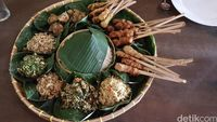 Makin Akrab! Begini Tradisi Megibung, Makan Bersama Khas Karangasem