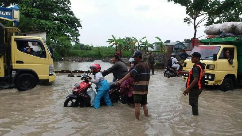 Hujan Tak Deras, Sememi Terendam Air Gara-gara Box Culvert