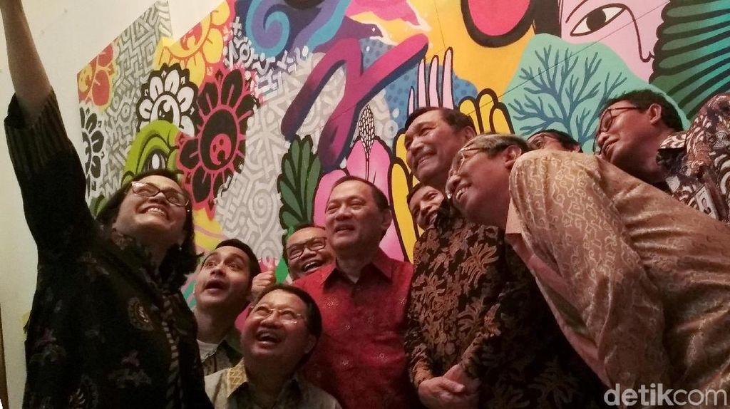 Serunya Sri Mulyani Selfie Bareng Luhut hingga Gubernur BI