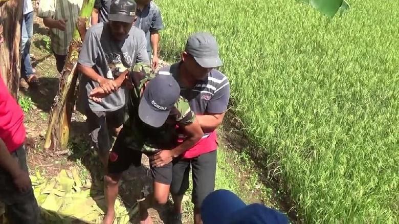 Evakuasi Pelajar SMA Gantung Diri di Pohon Nangka Berjalan Dramatis