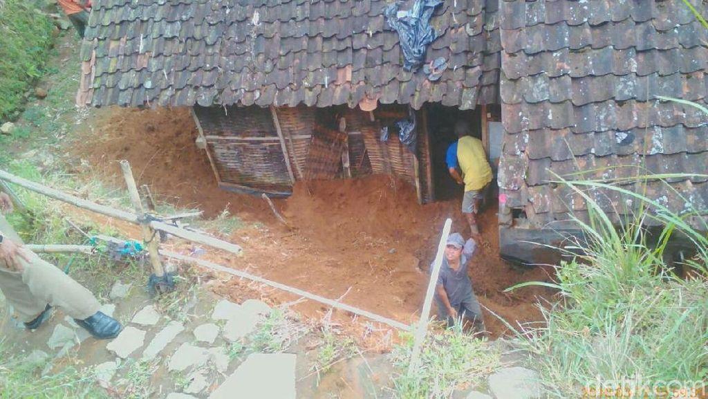 Diguyur Hujan Selama 2 Hari, 3 Lokasi di Magelang Diterjang Longsor