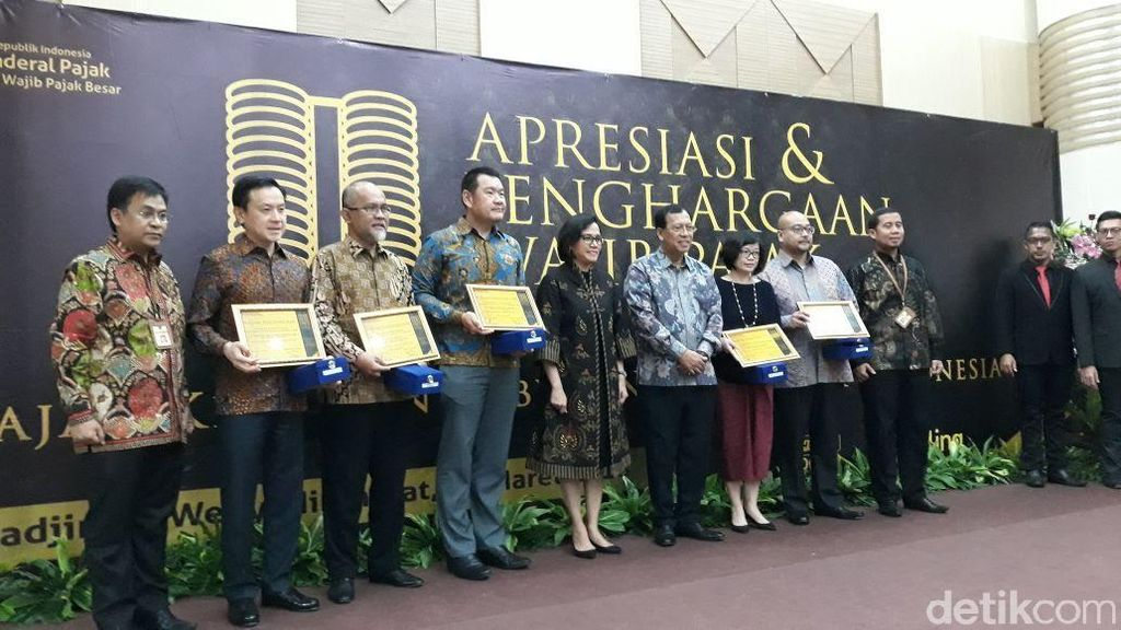 Sri Mulyani Beri Penghargaan Bos Perusahaan yang Patuh Bayar Pajak