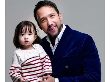 Jemma juga suka ikut ayah pemotretan lho. (Foto: Instagram/marulitampubolon777)