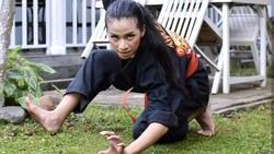 Beberapa foto dan video Chintya Candranaya viral di media sosial. Warganet kagum dengan dirinya yang tampak jago silat sampai bisa push-up satu jari.