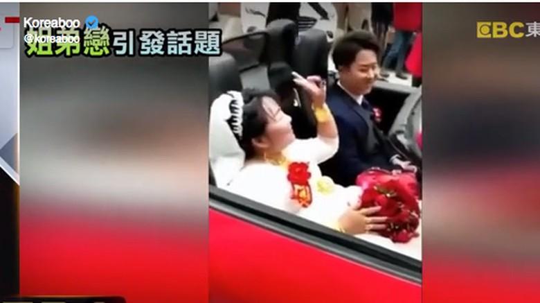 Wanita Ini Nikahi Berondongnya dengan Mahar Ferrari