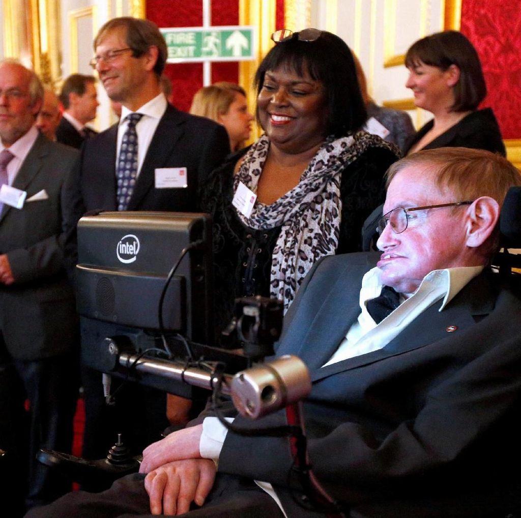 Sosok Sang Ilmuwan Jenius Stephen Hawking dalam Film