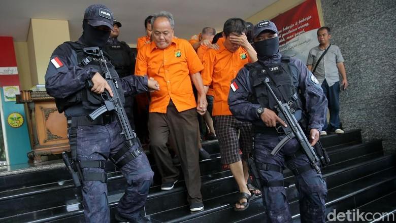 Foto: Ini 85 Penjudi yang Diciduk Polisi di Sawah Besar
