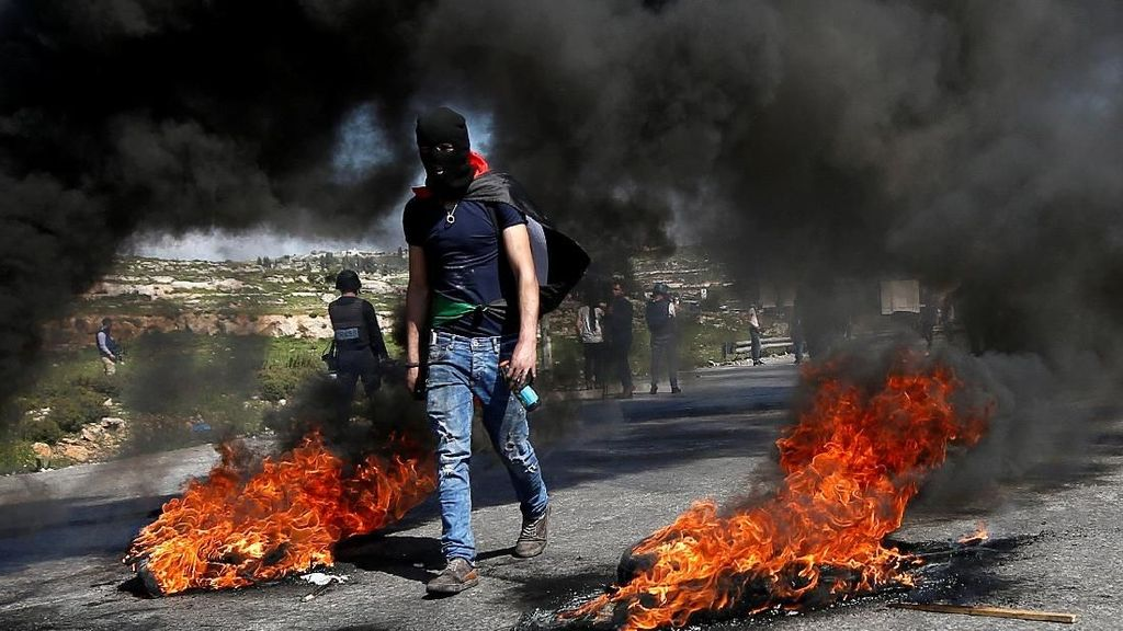 Video Heroik Pemuda Palestina Melawan Tentara Israel