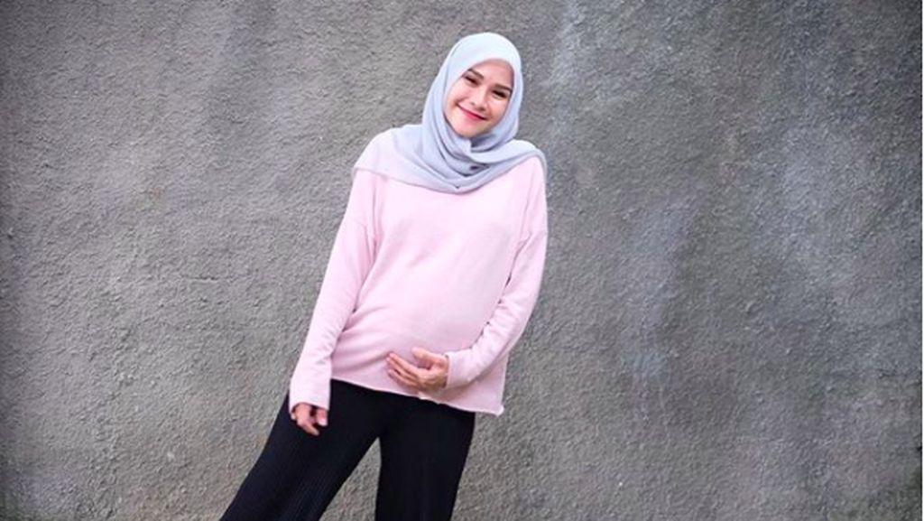 Shireen Lahiran, Zaskia Mecca Doakan Bella dan Zaskia Sungkar Hamil
