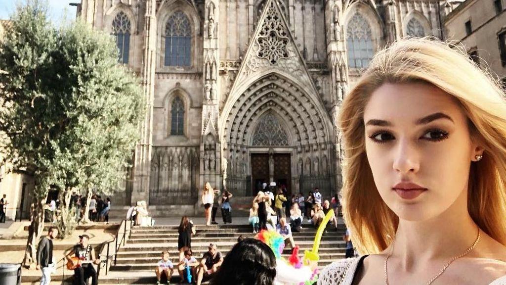 Foto: Gaya Traveling Atlet Voli Rusia yang Secantik Barbie