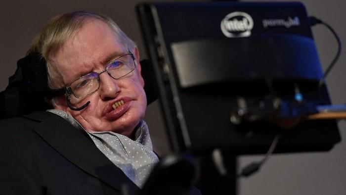 Gejala ALS yang menyerang salah satunya Stephen Hawking bisa berbeda-beda dari satu pasien ke pasien lainnya. Foto: Reuters