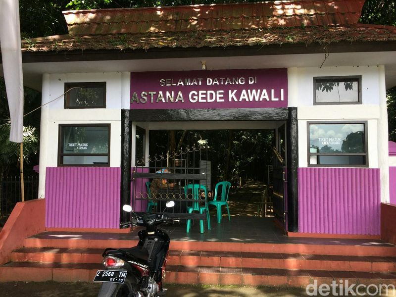 Inilah Situs Astana Gede Kawali di Kabupaten Ciamis, Jawa Barat. Di situs bersejarah ini beredar mitos soal 3 buah batu prasasti yang konon bisa mengabulkan keinginan. (Dadang/detikTravel)
