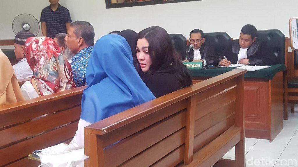 Hamil, Vicky Shu Didahulukan dalam Sidang First Travel
