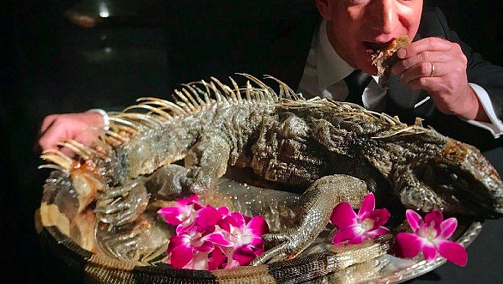Tingkah Orang Terkaya Dunia Santap Iguana Panggang
