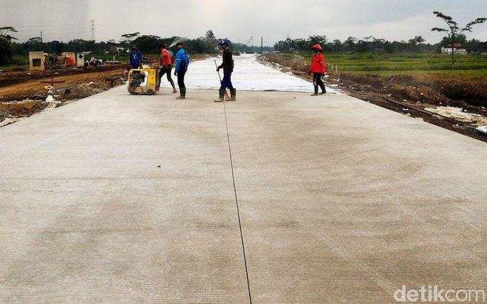 Proyek pembangunan jalan tol ruas Salatiga-Kartasura, saat ini terus dikebut.
