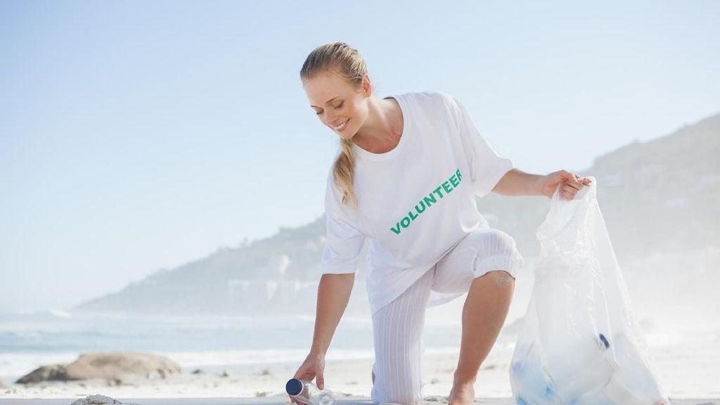 Plogging, Tren Olahraga Sambil Pungut Sampah yang Sehat & Ramah Lingkungan