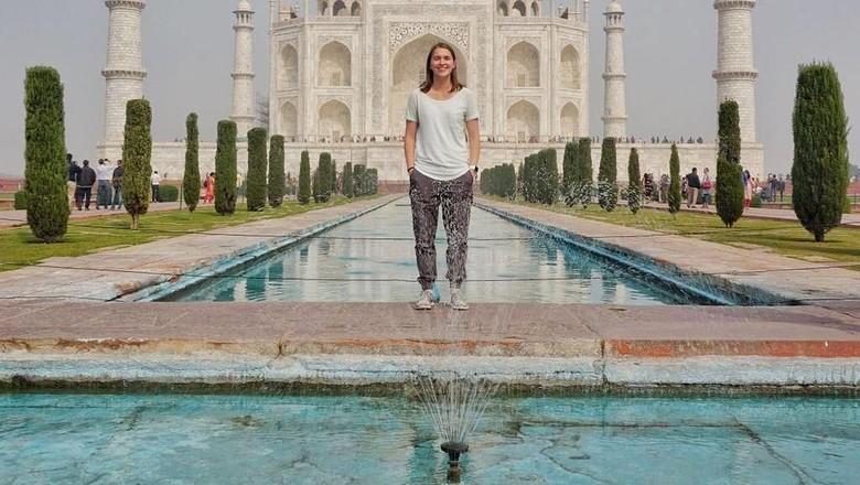 Taylor Demonbreun di depan Taj Mahal, India (trekwithtaylor/Instagram)