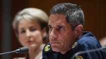 Bantu Pacarnya Dapat Kerja, Pejabat Perbatasan Australia Dipecat