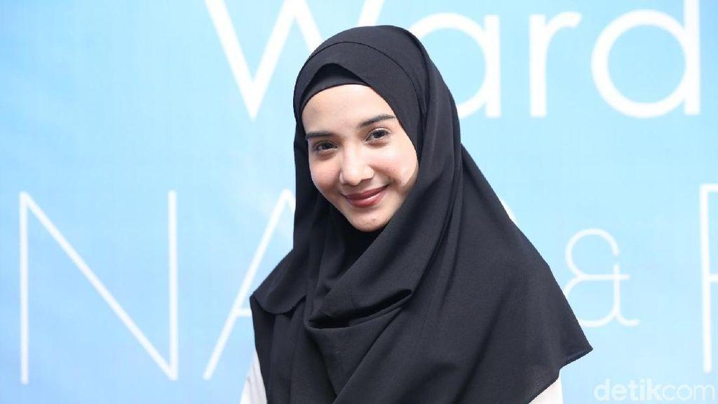 Dampingi Jamaah Travelnya, Zaskia Sungkar Cerita Pengalamannya Umrah