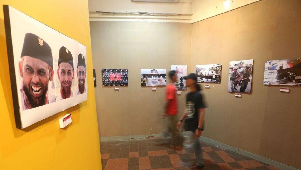 Puluhan Fotografer Muda Surabaya Kampanyekan Melawan Hoax