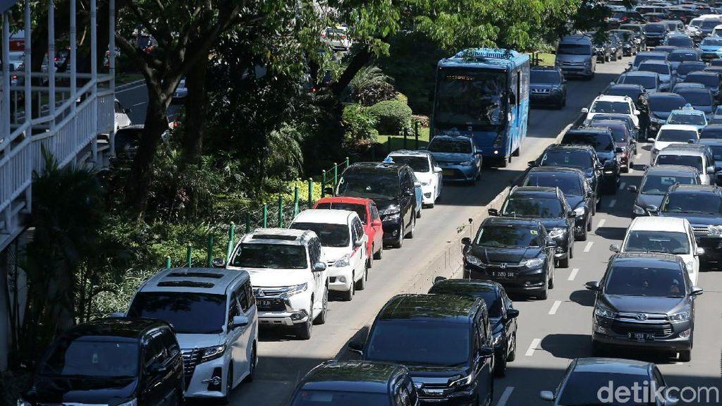 Atasi Macet Jakarta: Dari Ganjil Genap hingga Bangun TOD