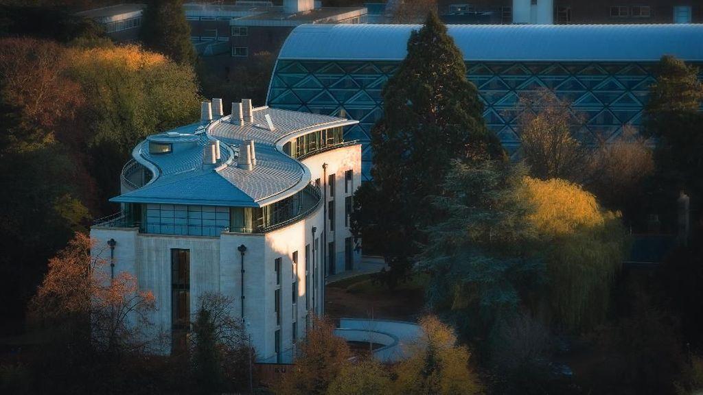 Gedung Unik di Inggris Untuk Kenang Jasa Stephen Hawking