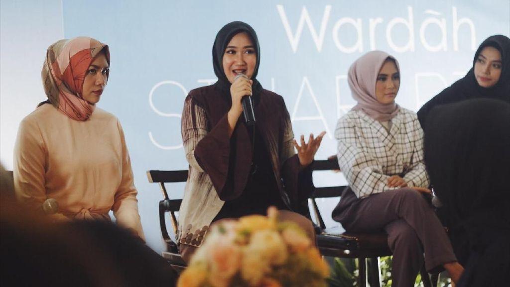 8 Desainer Populer Siap Tampil di Indonesia Fashion Week 2018