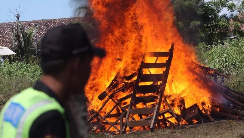 Pengelola Tertibkan Tangga Penumpang di Tol Tangerang-Merak