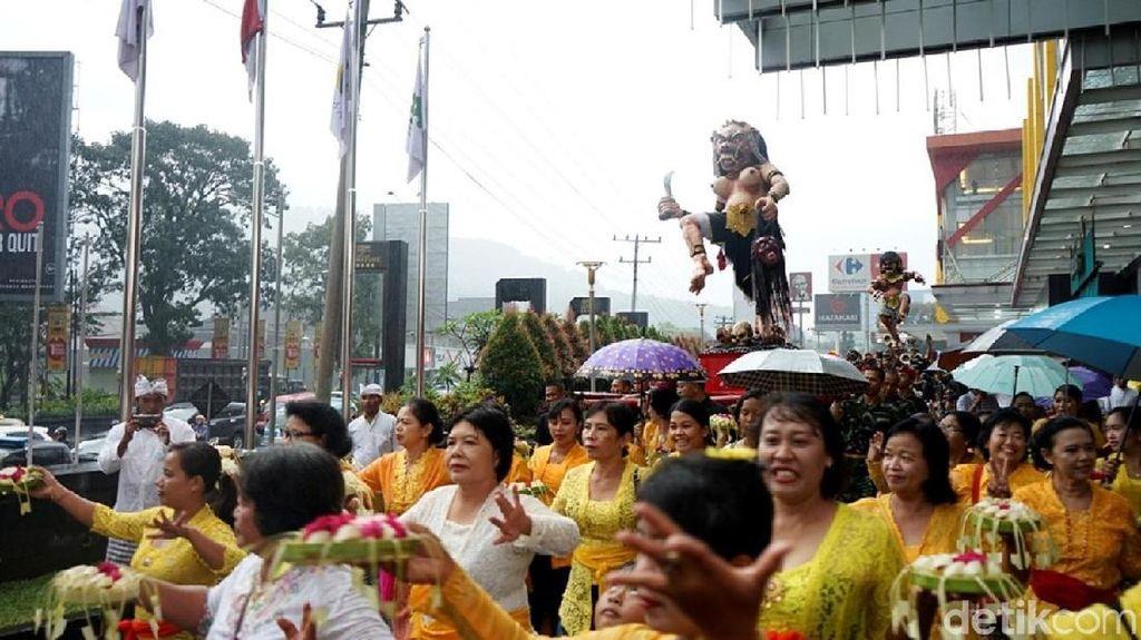 Dua Ogoh-Ogoh Dikirab di Magelang Jelang Hari Raya Nyepi
