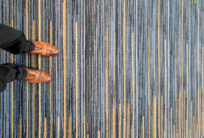 Ini adalah karpet dengan desain yang cukup menarik. Tapi jadinya berbahaya kalau dipakai di tangga seperti ini, bisa kelihatan tangganya? Istimewa/Boredpanda.