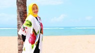 Perubahan Gaya Hijab Hughes Setelah Turun BB 80 Kg, Pangling Banget