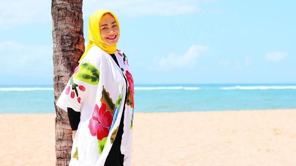 Makin Cantik! Penampilan Dewi Hughes Kini Bikin Pangling
