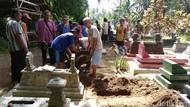 Terkena Proyek, Puluhan Makam di Purworejo Dipindah