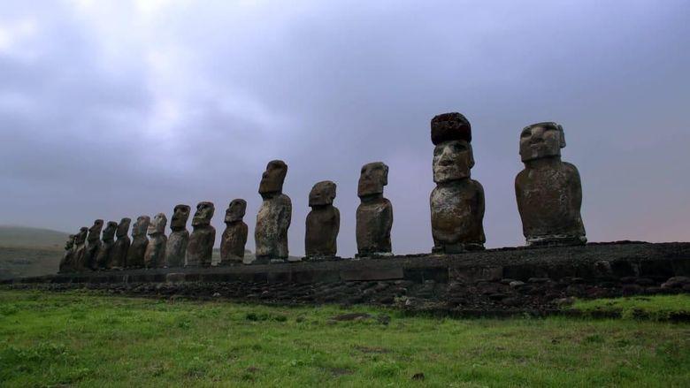 Deretan patung aneh di Pulau Paskah