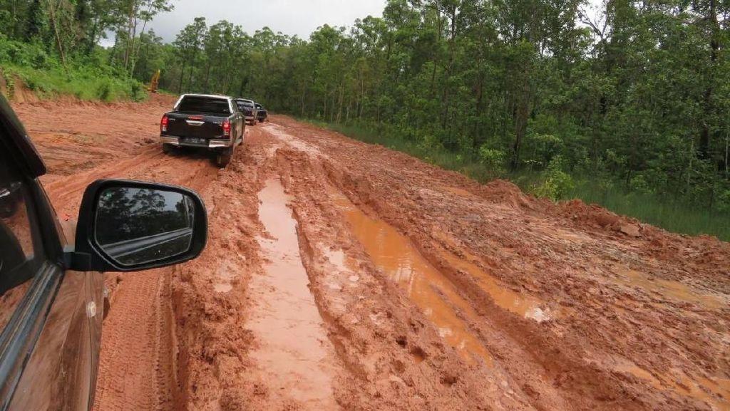 Banyak Jalan Rusak di Trans Papua