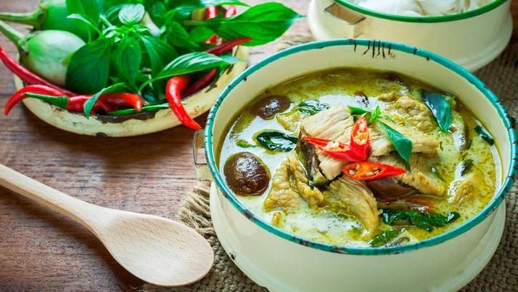 Siang Ini Enaknya Makan Green Curry Khas Thailand di 5 Tempat Ini