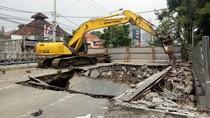 Jembatan Kartini yang Ambles Mulai Dibongkar